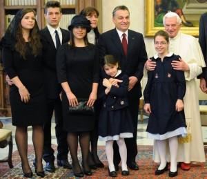 El abandono de los principios Cristianos, a llevado a Europa a la Crisis económica, según el Primer Ministro Húngaro.
