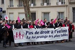 La Comisión Scolaire De Montréal censura los términos  'padre' y 'madre'.