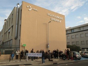 La policía arresta en Francia a un grupo pro-vida su delito:¡Rezar el Santo Rosario!