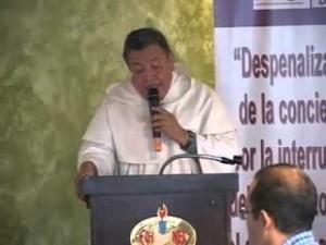 Julián Cruzalta, falso sacerdote promotor del aborto fue desenmascarado.