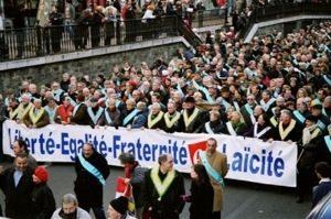 Prohíben a los atletas hacer el signo de la Cruz en público, » la última provocación de los laicista de la Asociación de alcaldes de Francia.»