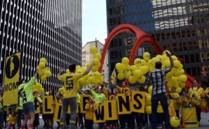 Contramanifestacion con ritmo de los Cruzados por la Vida en Chicago