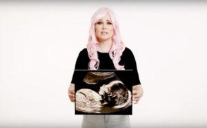 """Video satírico a favor del aborto: algunos bebés estarían """"mejor muertos"""""""