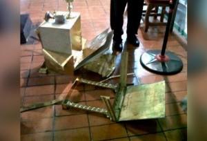 Grave sacrilegio en Venezuela: Destruyen sagrario en Iglesia y arrojan Hostias consagradas