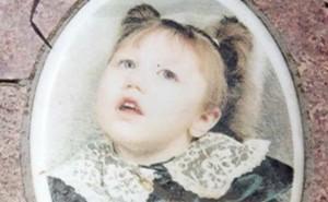 Después de un intento de aborto por cloruro de potasio, Sarah Brown nació ciega y con daño cerebral… sin embargo logró vivir durante cinco años. (…)