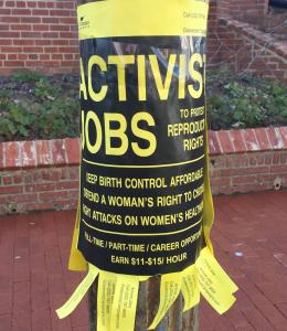 Los activistas pro aborto pagan a la gente para venir a la Corte Suprema para manifestar.