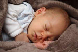 Nace un bebé milagrosamente al sobrevivir a un aborto a las 7 semanas de gestación.